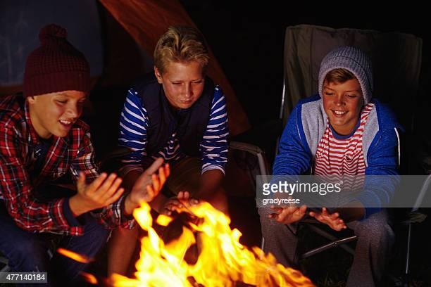 キャンプ場での暖炉