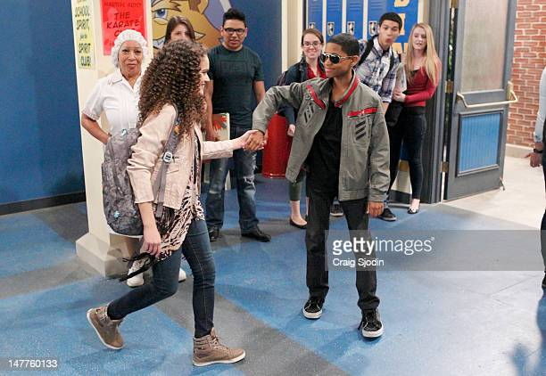 LAB RATS 'Can I Borrow the Helicopter' After a few failed attempts at impressing Janelle Leo borrows Davenport's high speed helicopter to take her on...