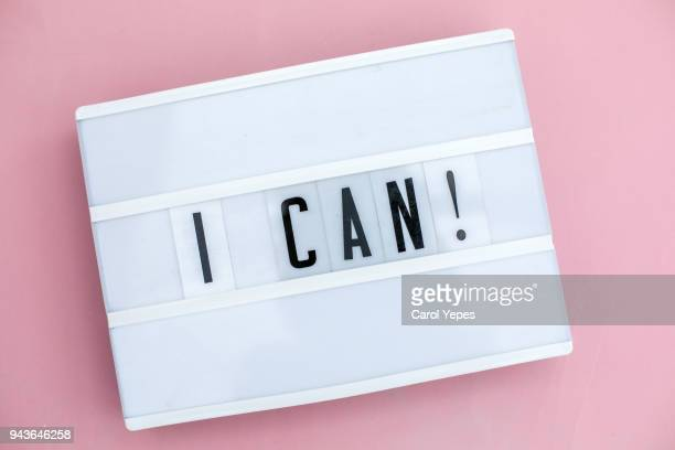 i can message in lightbox. pink background - motivatie stockfoto's en -beelden