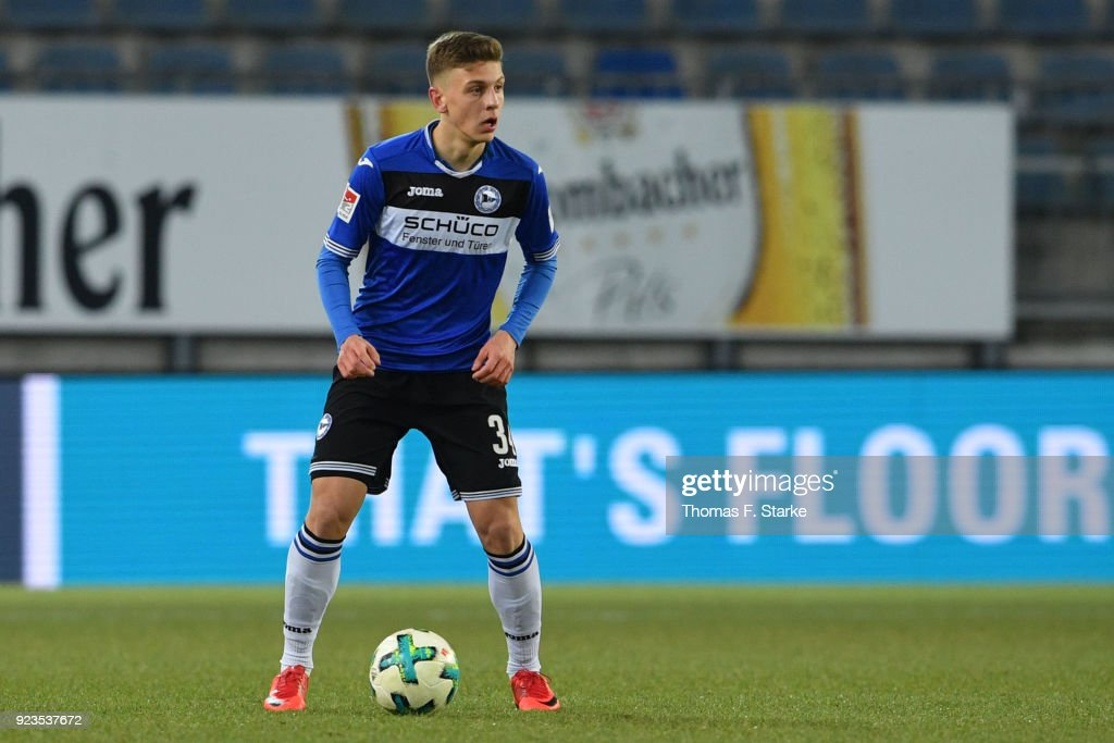 Can Oezkan of Bielefeld runs with the ball during the Second Bundesliga match between DSC Arminia Bielefeld and SG Dynamo Dresden at Schueco Arena on February 23, 2018 in Bielefeld, Germany.