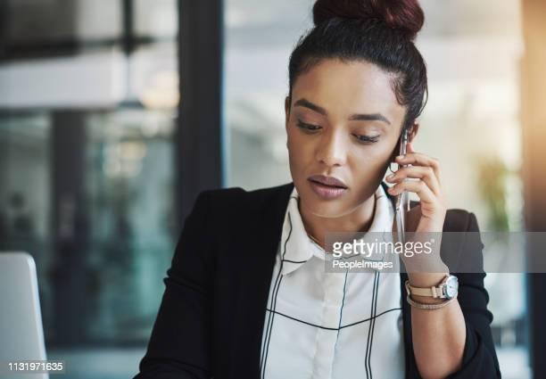 あなたは私にそれらの数字をメールしてもらえますか? - 応答する ストックフォトと画像