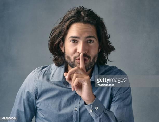 você pode manter um segredo? - silêncio - fotografias e filmes do acervo
