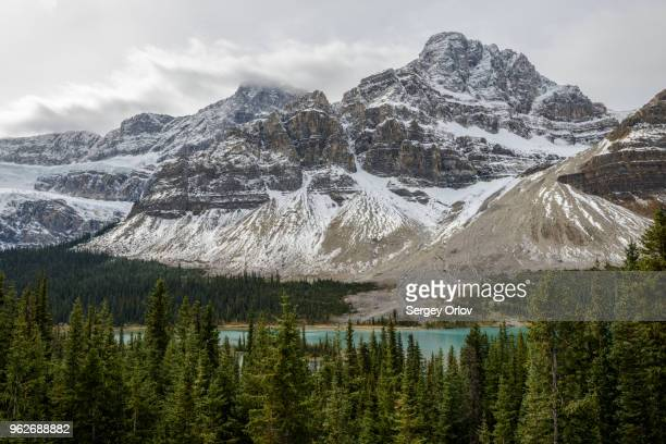 canada, alberta, banff, snowcapped mountains and bow lake - bow river stock pictures, royalty-free photos & images