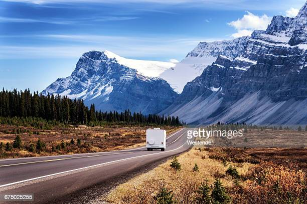 Canada, Alberta, Jasper National Park, Icefields Parkways, camper van on the road