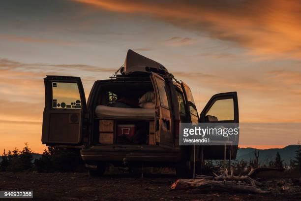 canada, british columbia, packed van - camping stock-fotos und bilder