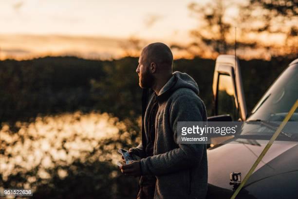 canada, british columbia, port edward, man at minivan at sunset - tabakwaren stock-fotos und bilder