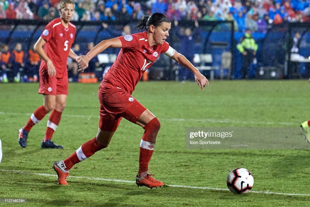 SOCCER: OCT 17 CONCACAF Women's Championship - Canada v USA : News Photo