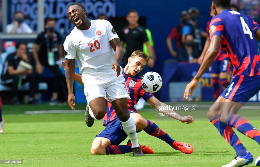 FBL-CONCACAF-GOLD-US-CAN : News Photo