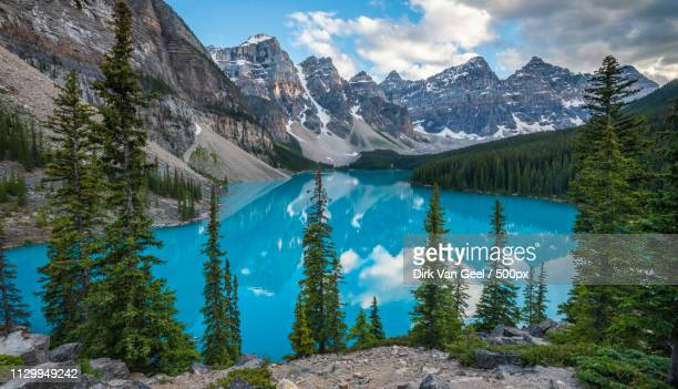 canada: moraine lake in the morning - moraine lake stock pictures, royalty-free photos & images