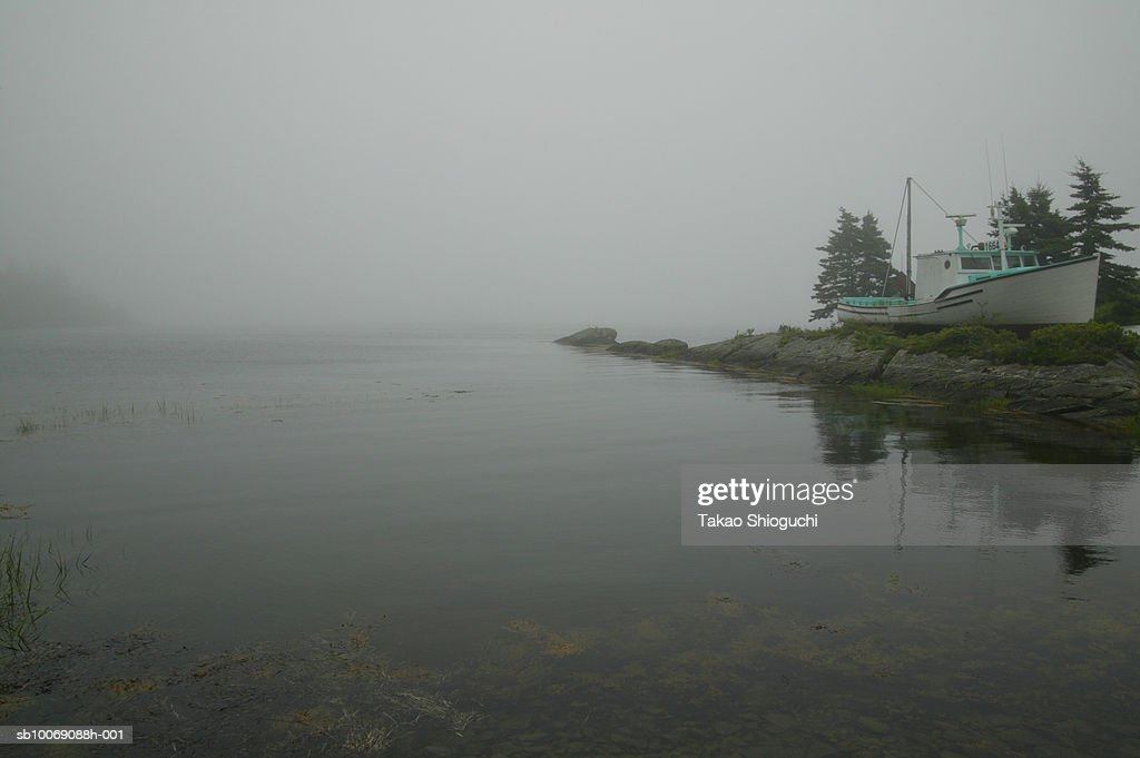 Canada, Nova Scotia, Lunenburg, View of bay covered with mist : Stockfoto