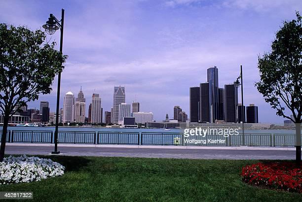Canada Ontario Windsor Park Detroit Skyline In Background