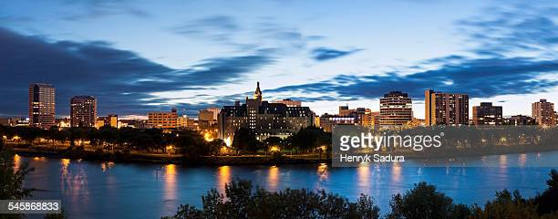 Canada, Saskatchewan, Saskatoon, Panoramic view of city and river at dusk