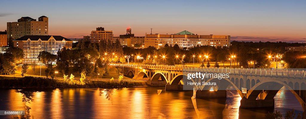 Canada, Saskatchewan, Saskatoon, University Bridge on South Saskatchewan River at dusk : Stock Photo