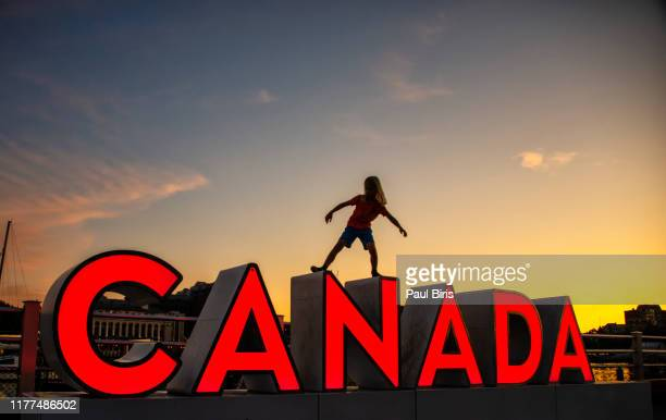 canada sign at the waterfront of the inner harbour of victoria, vancouver island - canada stock pictures, royalty-free photos & images