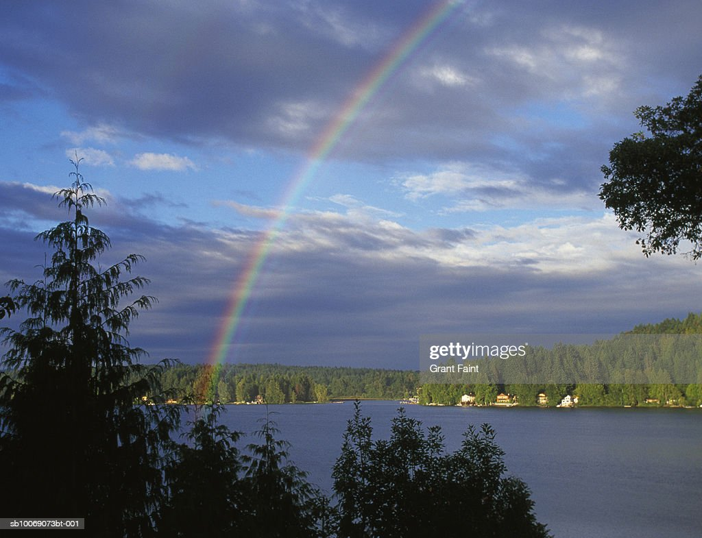 Canada, Victoria, rainbow over Shawigan lake : Stockfoto