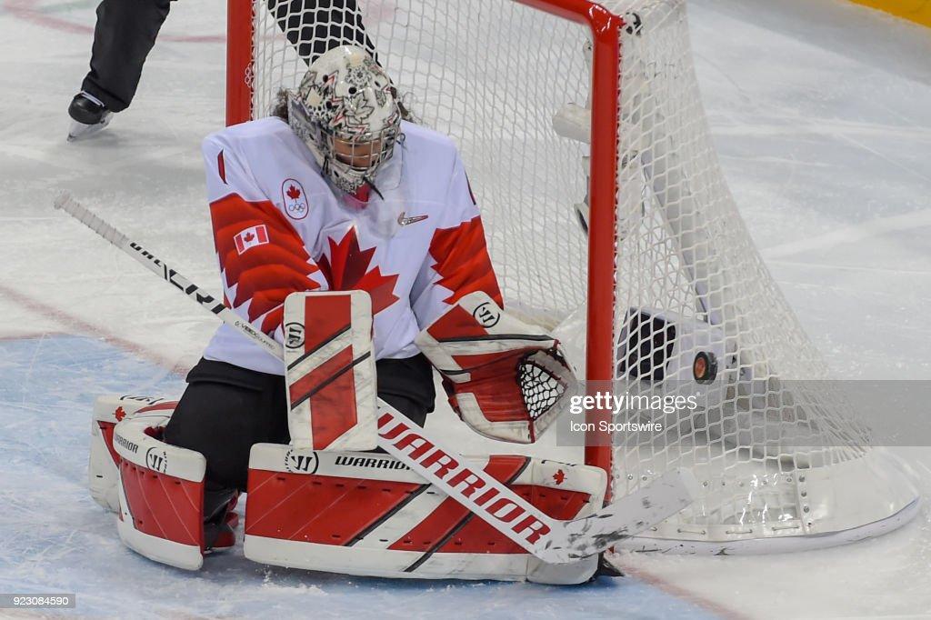 Canada Women S Hockey Goalie Shannon Szabados Gets A First Period