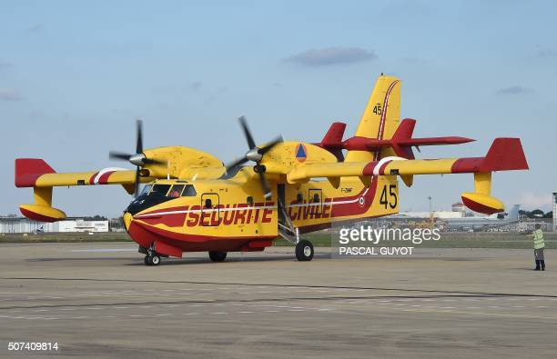 A Canadair plane lands during the NimesGarons civil security air force base's inauguration on January 29 2016 in Nimes southern France / AFP PHOTO /...