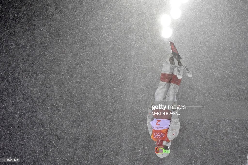 TOPSHOT - Canada's Andi Naude competes in the women's moguls final 1 during the Pyeongchang 2018 Winter Olympic Games at the Phoenix Park in Pyeongchang on February 11, 2018. / AFP PHOTO / Martin BUREAU
