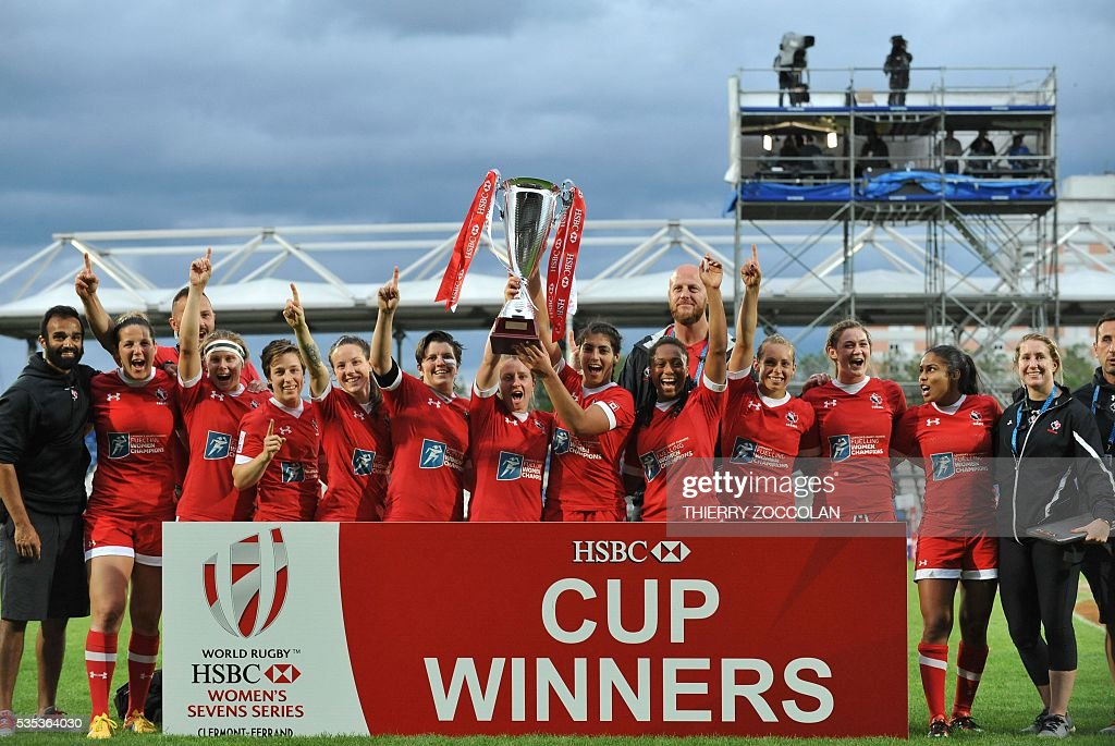 Canada's players celebrate winning the tournament at the end of the World Rugby Women's Sevens Series on May 29, 2016 at the Gabriel Montpied stadium in Clermont-Ferrand, central France, on May 29, 2016.