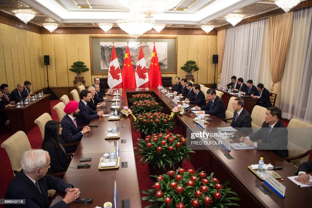 Canada's Prime Minister Justin Trudeau (front 4th L) speaks to China's President Xi Jinping (front 3rd R) during a meeting at the Diaoyutai State Guesthouse on December 5, 2017, in Beijing. / AFP PHOTO / POOL / Fred DUFOUR