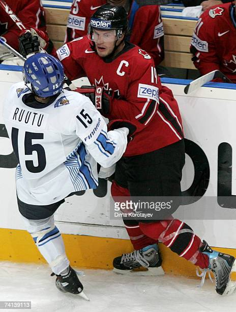 Canada's Shane Doan fights for the puck with Finland's Tuomo Ruutu during the IIHF World Ice Hockey Championship final match between Canada and...