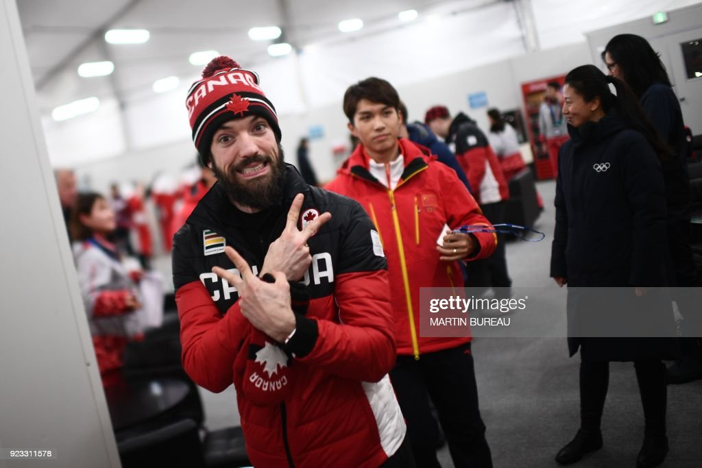Canada's short track bronze medallist Charles Hamelin makes victory signs backstage at the Athletes' Lounge during the medal ceremonies at the Pyeongchang Medals Plaza during the Pyeongchang 2018 Winter Olympic Games in Pyeongchang on February 23, 2018. / AFP PHOTO / Martin BUREAU