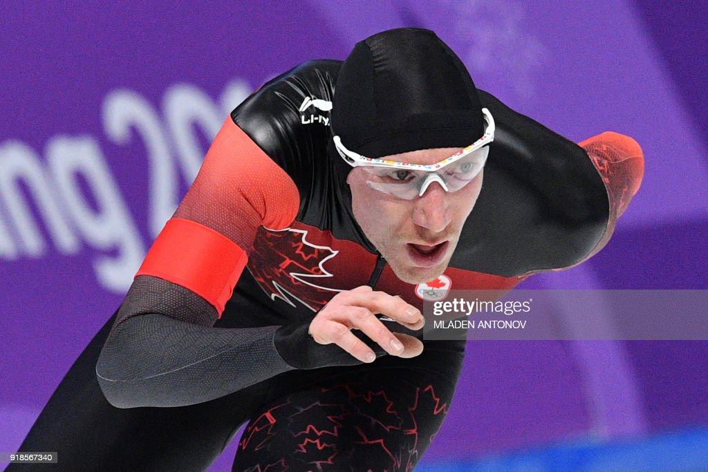 TOPSHOT - Canada's Ted-Jan Bloemen competes in the men's 10,000m speed skating event during the Pyeongchang 2018 Winter Olympic Games at the Gangneung Oval in Gangneung on February 15, 2018. / AFP PHOTO / Mladen ANTONOV