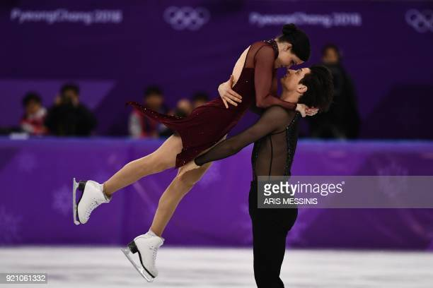 TOPSHOT Canada's Tessa Virtue and Canada's Scott Moir compete in the ice dance free dance of the figure skating event during the Pyeongchang 2018...