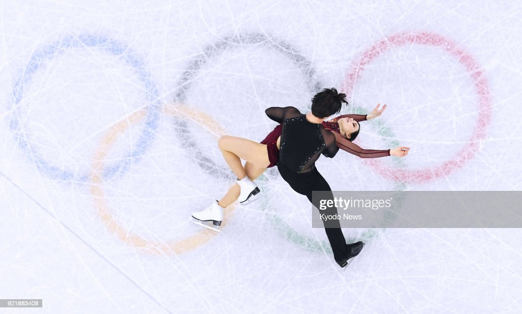 Canada's Tessa Virtue (bottom) and Scott Moir perform in the free dance en route to winning the ice dance competition at the Pyeongchang Winter Olympics in Gangneung, South Korea, on Feb. 20, 2018. ==Kyodo