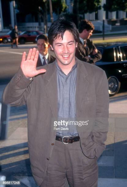 Canadian actor Keanu Reeves attends the premiere of director Alfonso Arau's film 'A Walk in the Clouds' in which he starred on August 9 1995 in Los...