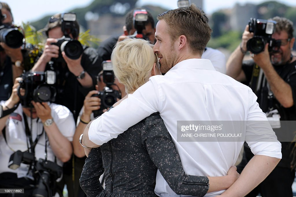 Canadian actor Ryan Gosling and US actress Michelle Williams pose during the photocall of 'Blue Valentine' presented in the Un Certain Regard selection at the 63rd Cannes Film Festival on May 18, 2010 in Cannes.