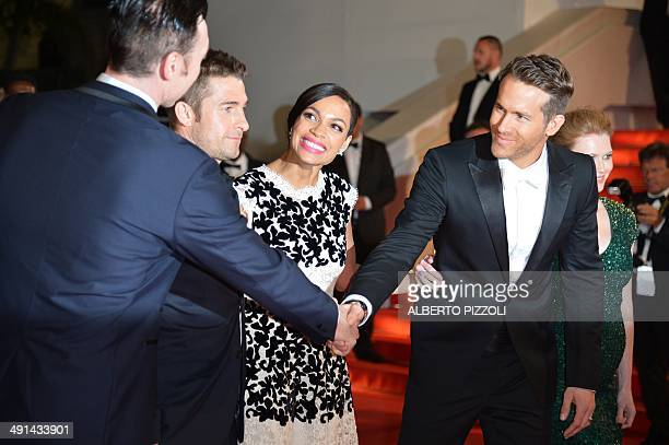 Canadian actor Ryan Reynolds shakes hands with Canadian actor Kevin Durand next to British actor Scott Speedman and US actresses Rosario Dawson and...