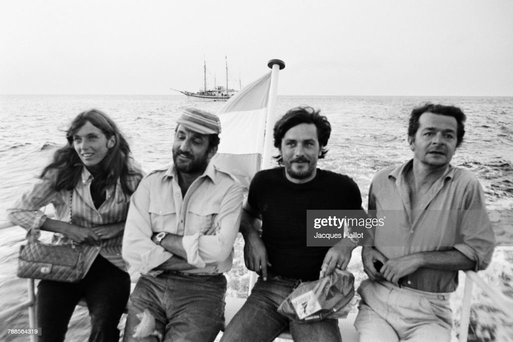 Canadian actress Joanna Shimkus, Italian actor Lino Ventura, French actors Alain Delon and Serge Reggiani on the set of Les aventuriers, written and directed Robert Enrico.
