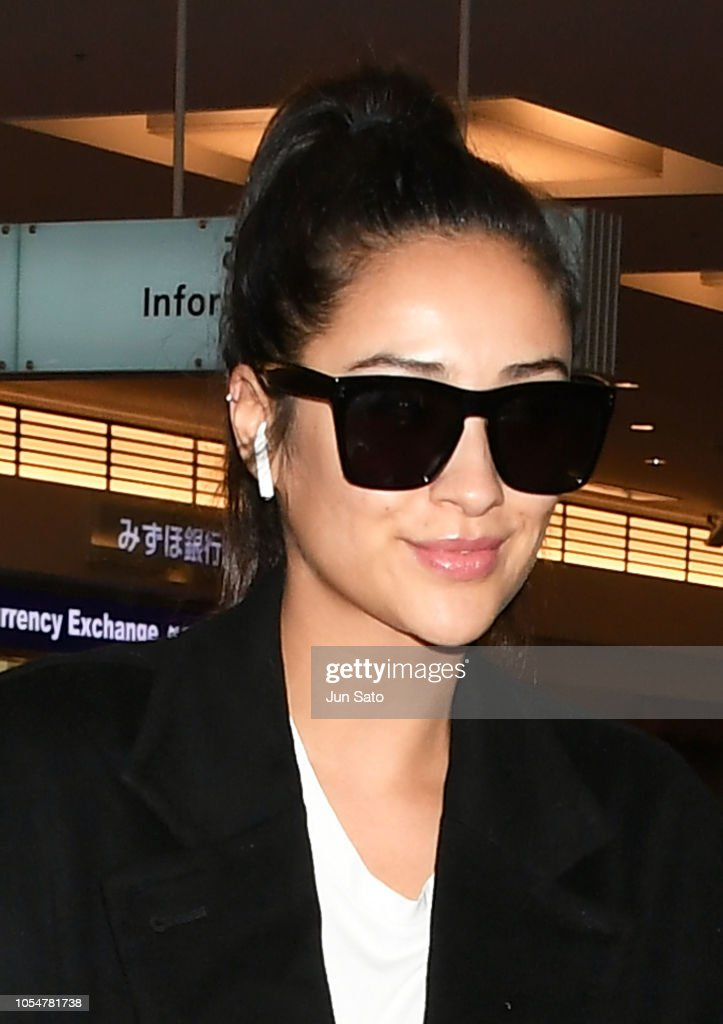Shay Mitchell Arrives In Tokyo : News Photo