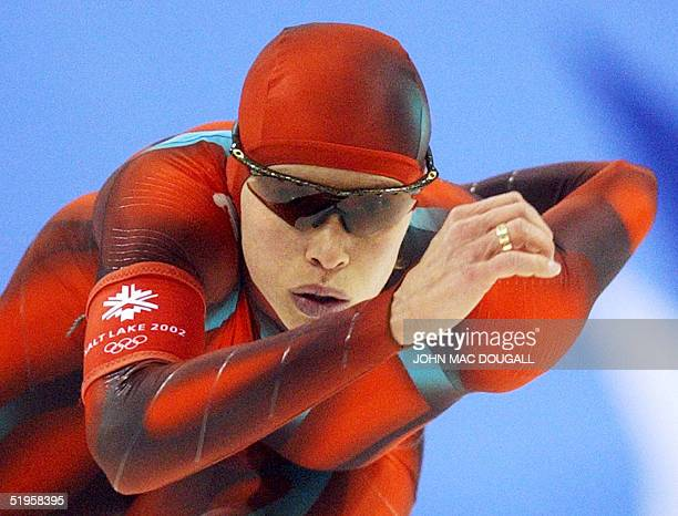 Canadian Catriona Lemay Doan skates in the women's 1000m speed skating race at the Utah Olympic Oval 17 February 2002 during the XIXth Winter...