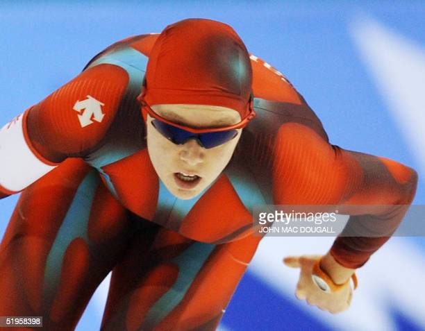 Canadian Cindy Klassen skates in the women's 1000m speed skating race at the Utah Olympic Oval 17 February 2002 during the XIXth Winter Olympics in...
