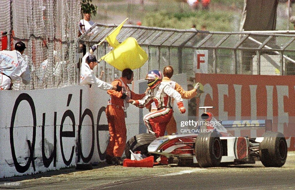 Canadian F-1 driver Jacques Villeneuve jumps out o : News Photo