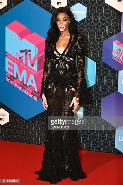 Canadian fashion model Winnie Harlow poses on the red carpet at the MTV Europe Music Awards on November 6 2016 at the Ahoy Rotterdam in Rotterdam /...