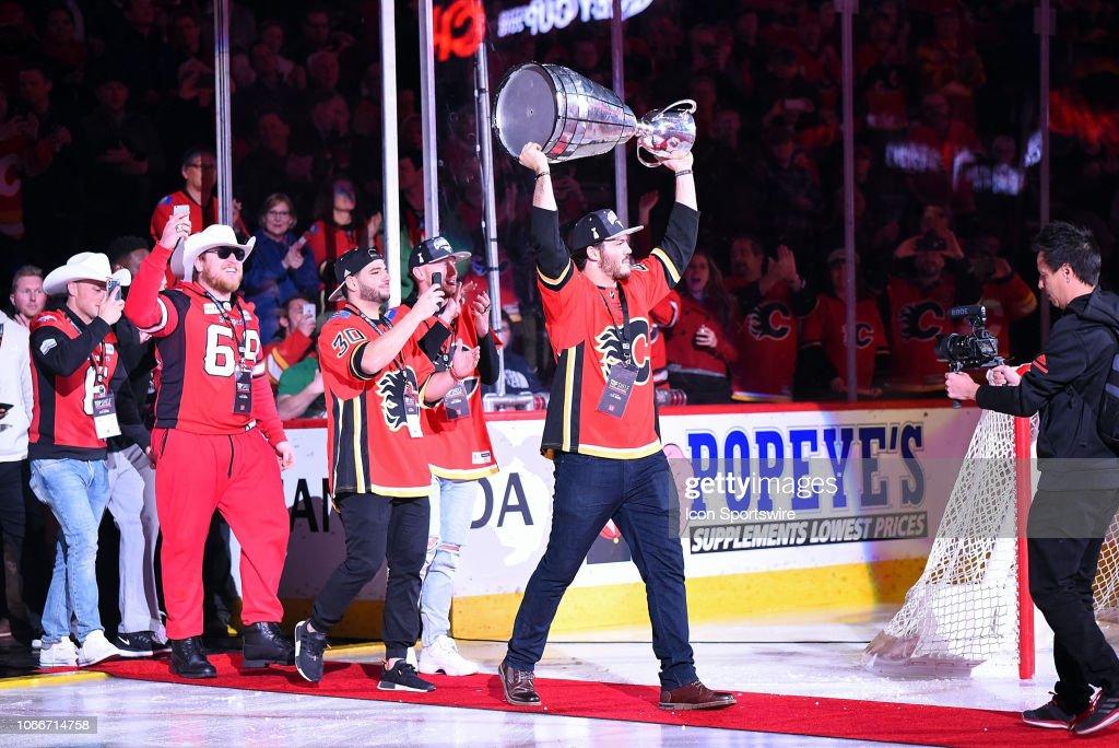NHL: NOV 28 Stars at Flames : News Photo