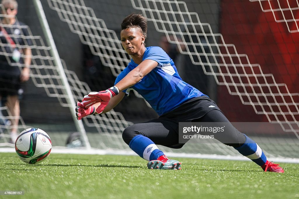 FBL-WC-2015-WOMEN-CAN-PRACTICE : News Photo