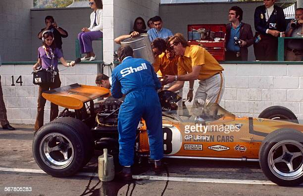 Canadian GP Mont Tremblant 20th September 1970 Andrea de Adamich McLaren Alfa Romeo pits scene retired