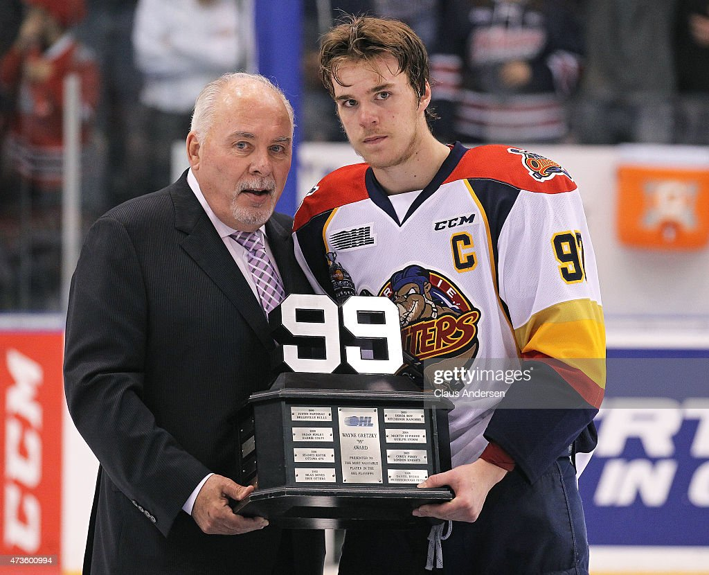 Canadian Hockey League Commisioner David Branch presents