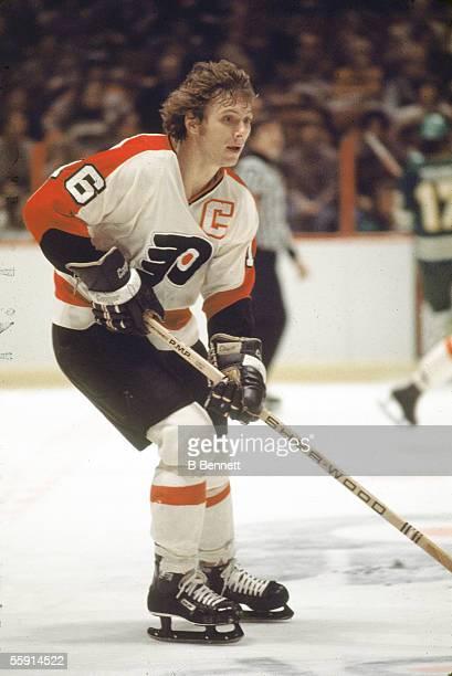 Canadian hockey player Bobby Clarke of the Philadelphia Flyers skates on the ice January 1978