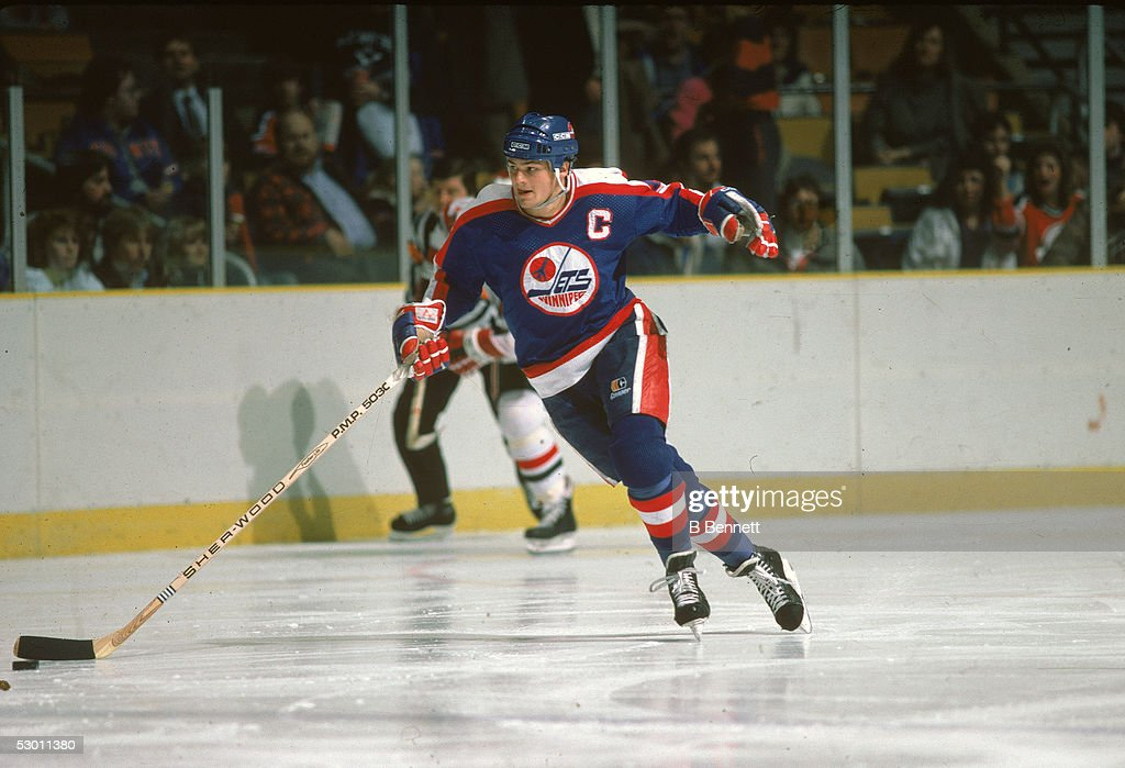 Hawerchuk On The Ice : News Photo