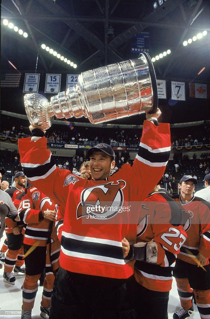 Martin Brodeur Celebrates Stanley Cup Victory : ニュース写真