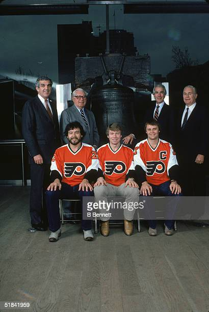 Canadian ice hockey players Reggie Leach Bobby Clarke and Bill Barber of the Philadelphia Flyers pose in front of the Liberty Bell at Liberty Bell...