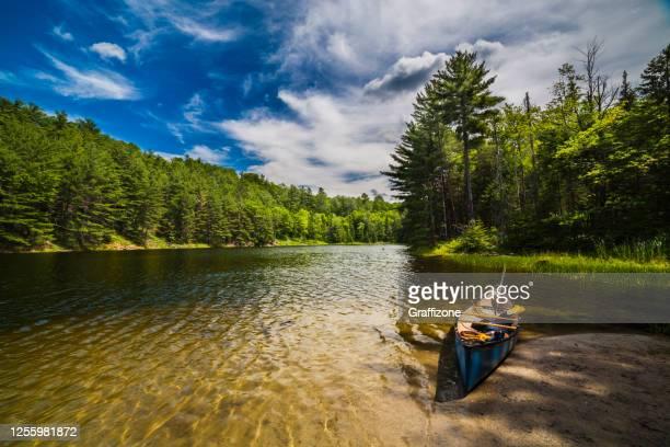 カナダの湖 - 淡水釣り ストックフォトと画像