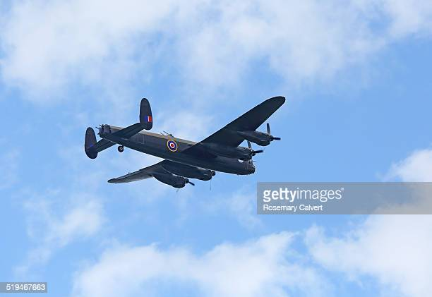canadian lancaster bomber in flight. - lancaster bomber stock pictures, royalty-free photos & images
