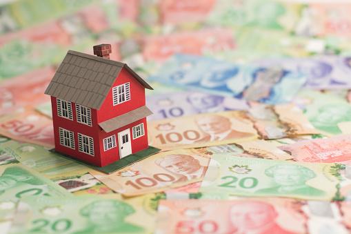 Canadian land value 471832336