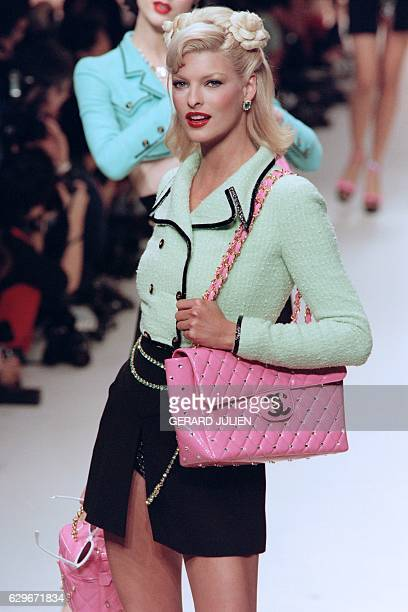 Canadian model Linda Evangelista presents a new creation by French fashion house Chanel on October 17 1994 as part of the SpringSummer readytowear...